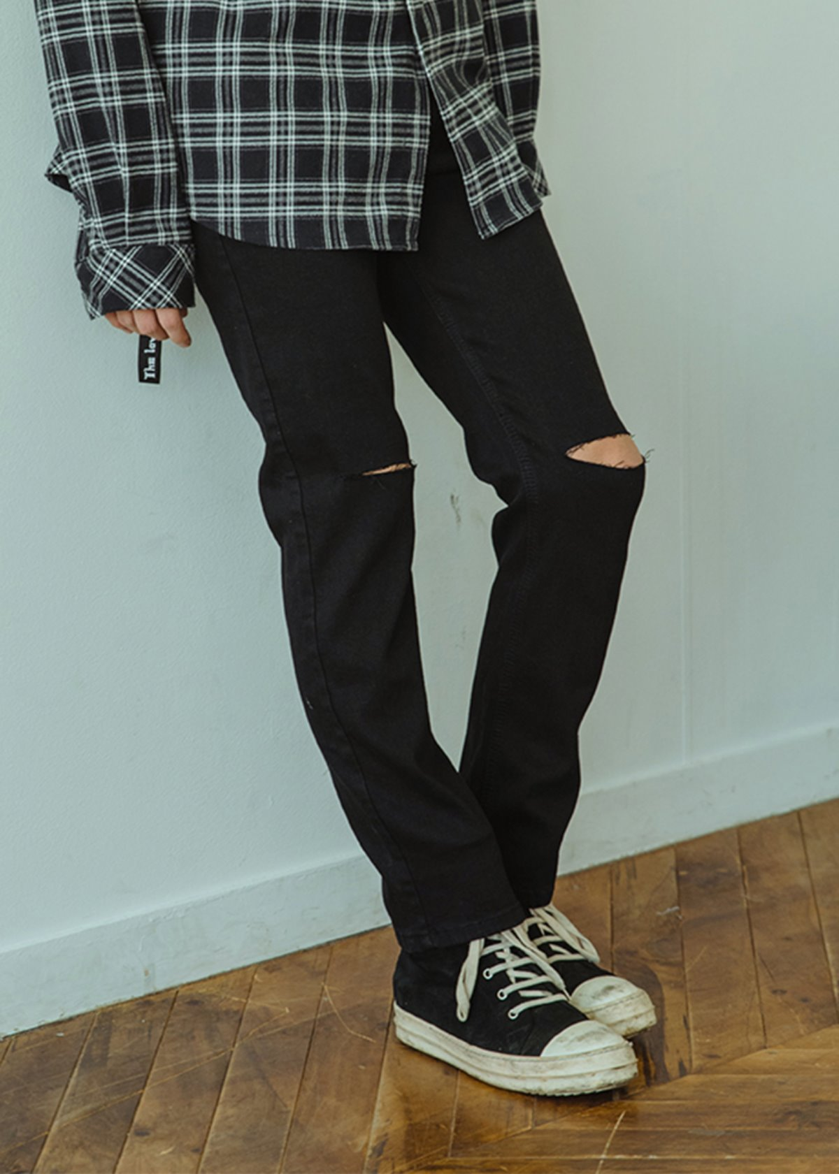 Knee-Cutting BLACK Denim Pants